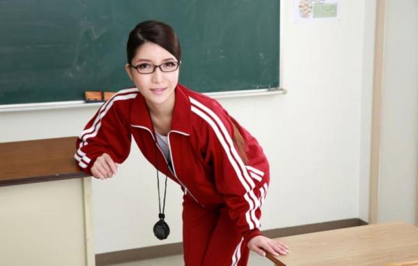 メガネの美人女教師が同僚の男性教師と3Pやってる画像27枚の02枚目