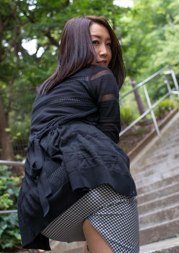内田美奈子 豊満な巨乳熟女セックス画像100枚の003枚目