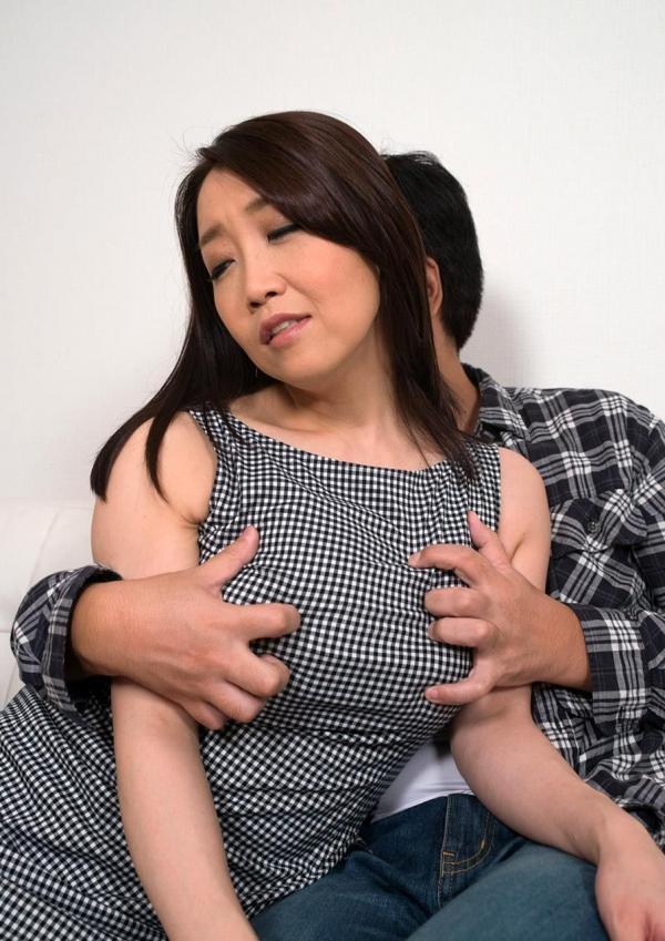 内田美奈子 豊満な巨乳熟女セックス画像100枚の041枚目