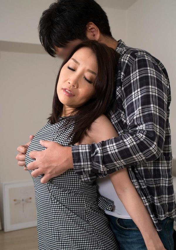 内田美奈子 豊満な巨乳熟女セックス画像100枚の042枚目