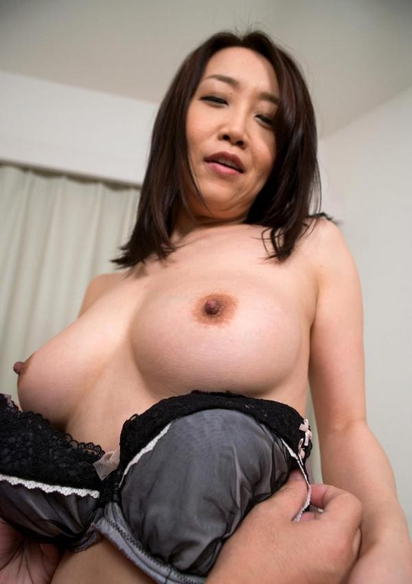 内田美奈子 豊満な巨乳熟女セックス画像100枚の072枚目