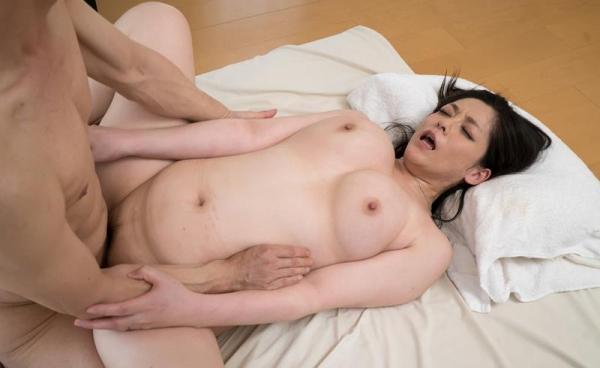 四十路熟女 巨乳でむっちりボディの淫乱マダムエロ画像70枚の010枚目