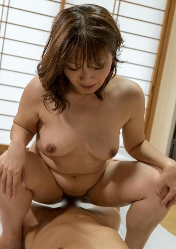四十路熟女 巨乳でむっちりボディの淫乱マダムエロ画像70枚の027枚目