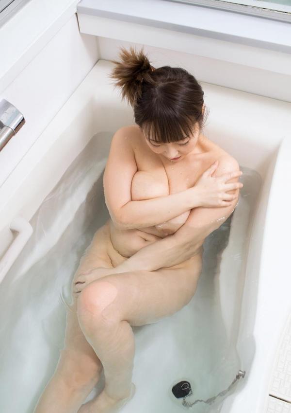 40代の人妻 巨乳でむっちりボディの淫乱マダムエロ画像70枚の2
