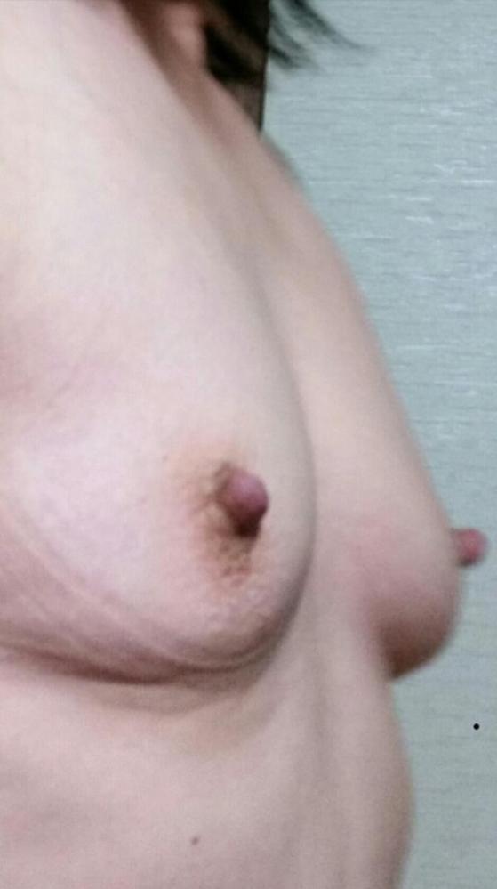 熟女の勃起乳首がデカくて無性にエロい画像85枚の09枚目