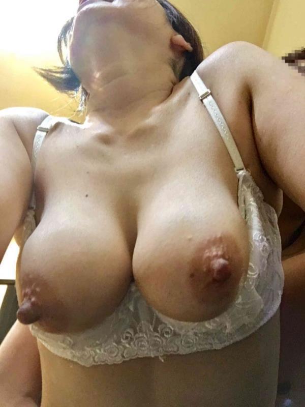 熟女の勃起乳首がデカくて無性にエロい画像85枚の46枚目