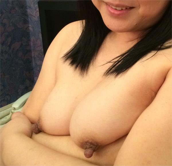 熟女の勃起乳首がデカくて無性にエロい画像85枚の50枚目