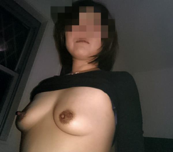 熟女の勃起乳首がデカくて無性にエロい画像85枚の59枚目