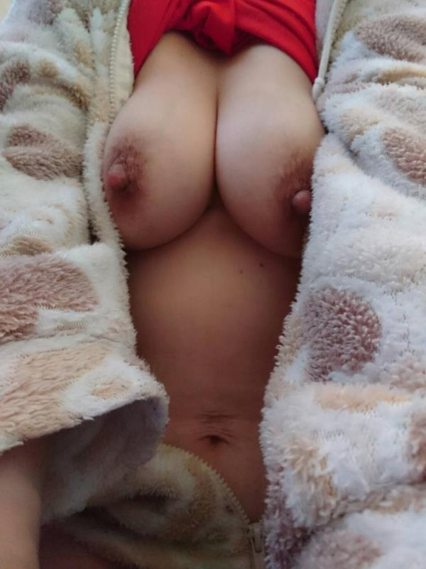 熟女の勃起乳首がデカくて無性にエロい画像85枚の65枚目