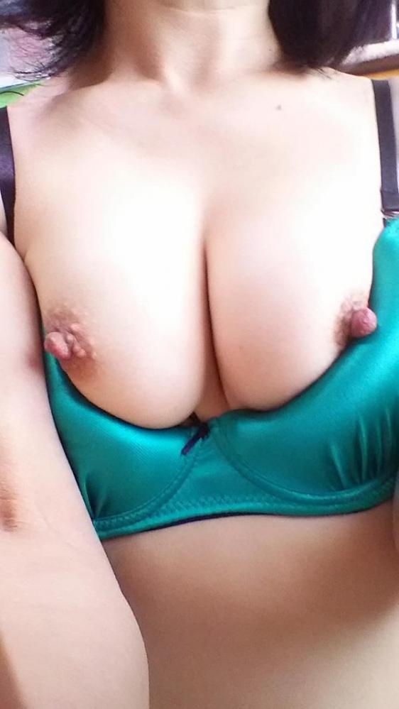 熟女の勃起乳首がデカくて無性にエロい画像85枚の66枚目