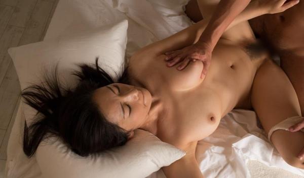 若者とヤッてる年下好きの熟女 エロ画像 50枚のb35枚目