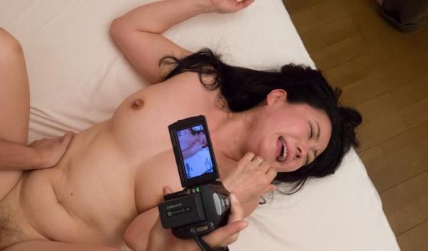 若者とヤッてる年下好きの熟女 エロ画像 50枚のb43枚目