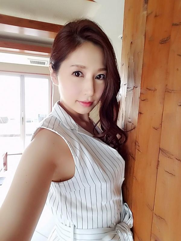 美熟女AV女優がはっちゃけ乱交SEXしてるエロ画像23枚の024枚目