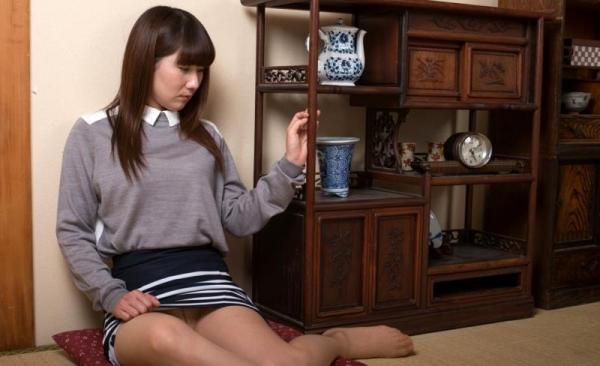玄関やキッチンでセックスしちゃう熟女妻のエロ画像110枚の002枚目