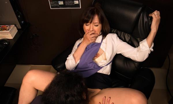 熟女クンニリングス画像 完熟まんこを舐めてる90枚の37枚目