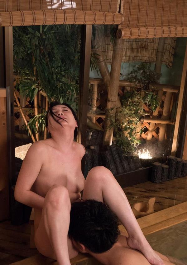 熟女クンニリングス画像 完熟まんこを舐めてる90枚の72枚目