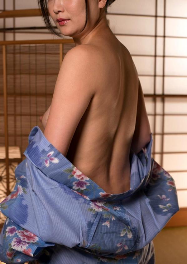 熟女セックス画像 浴衣の妖艶な四十路妻美麗の20枚目