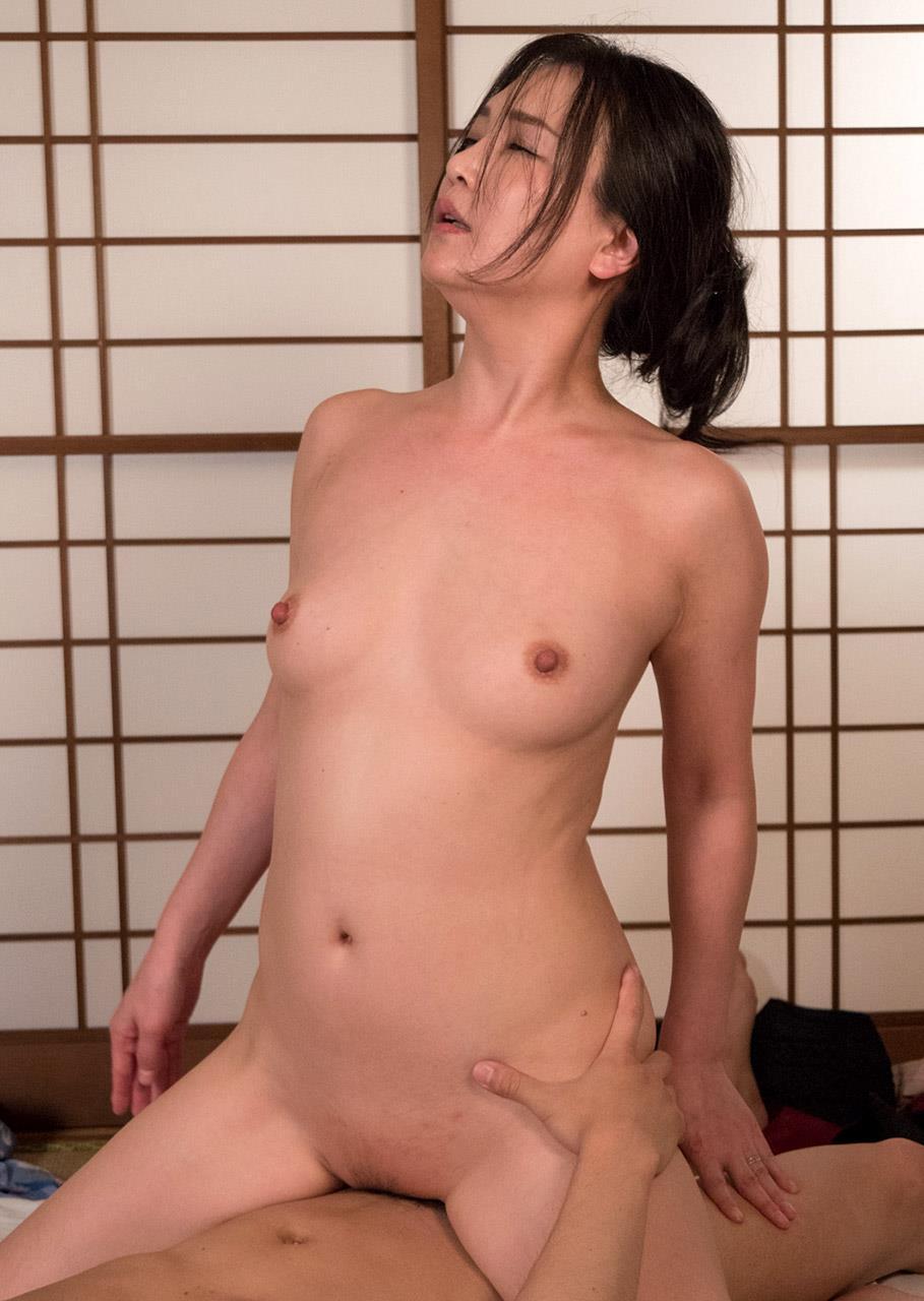 熟女セックス画像 浴衣の妖艶な四十路妻美麗の68枚目
