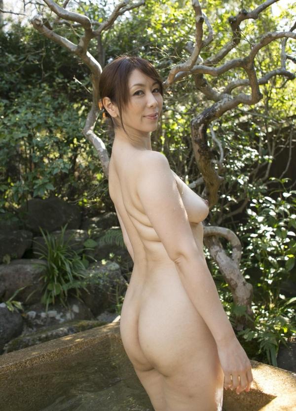 熟女系AV女優 妖艶美女の全裸ヌード画像120枚の109枚目