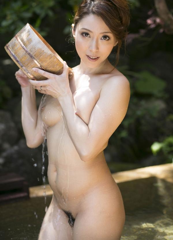 熟女系AV女優 妖艶美女の全裸ヌード画像120枚の115枚目