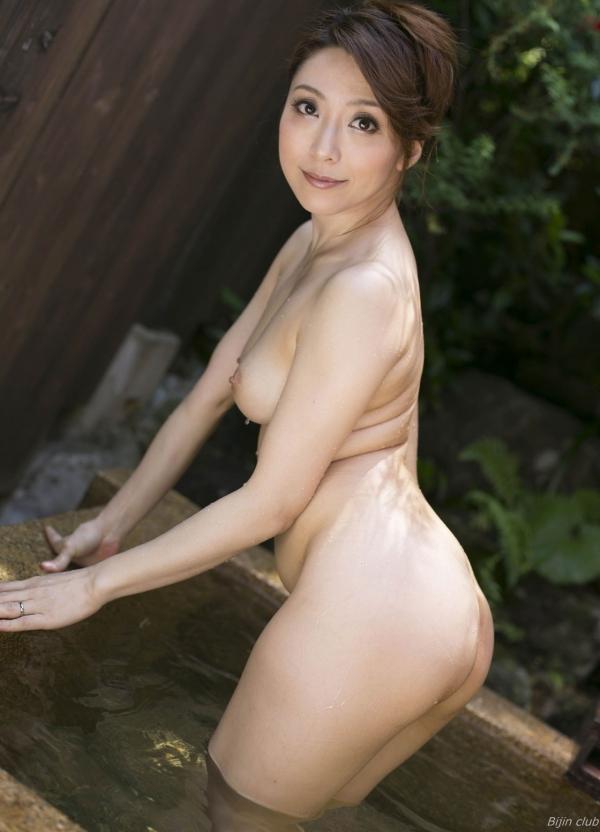 熟女系AV女優 妖艶美女の全裸ヌード画像120枚の116枚目