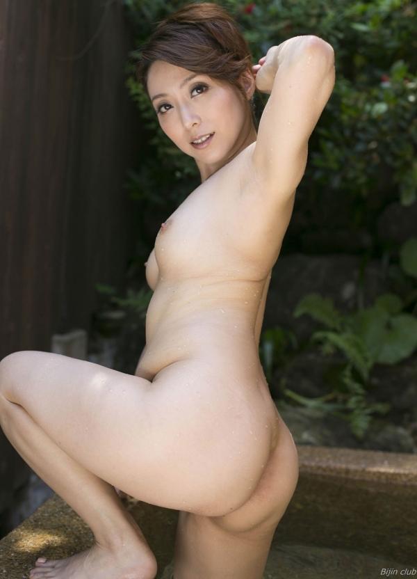 熟女系AV女優 妖艶美女の全裸ヌード画像120枚の117枚目