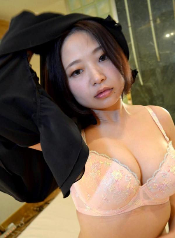 性欲が強そうなむっちり熟女がヌードでくぱぁしてる画像の16枚目