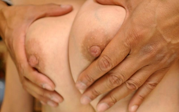 熟女のおっぱい画像 柔らかそうな完熟した乳房40枚の001枚目