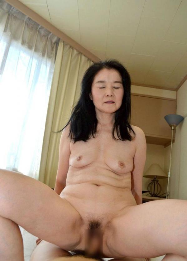 熟女のおっぱい画像 柔らかそうな完熟した乳房40枚の037枚目
