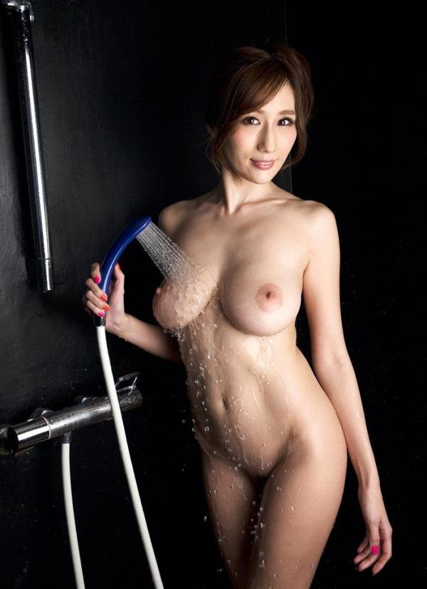 JULIA(ジュリア)さんのシャワータイム 入浴中のエロ画像61枚のb001枚目