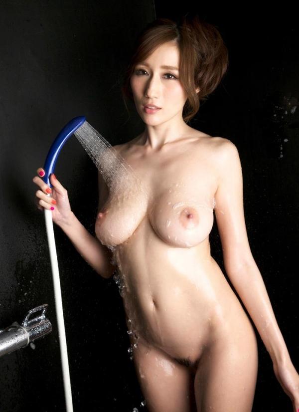 JULIA(ジュリア)さんのシャワータイム 入浴中のエロ画像61枚のb007枚目