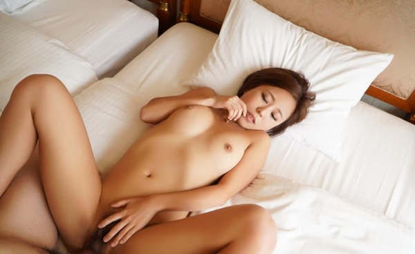 神谷充希 カワイイ顔してデカ尻な女の子エロ画像78枚のb17枚目