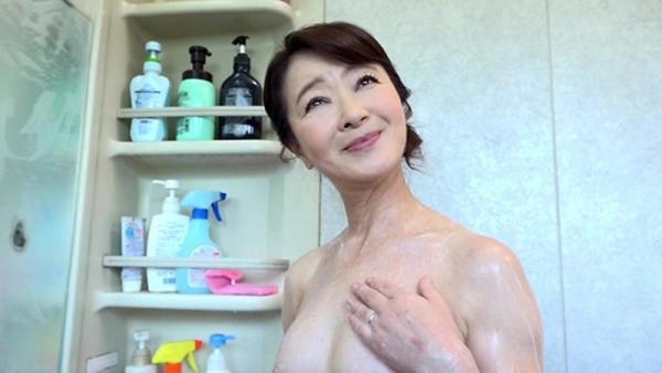 61歳で今が女盛りという還暦熟女のAV女優さんエロ画像44枚のa12枚目