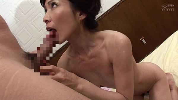 61歳で今が女盛りという還暦熟女のAV女優さんエロ画像44枚のb10枚目