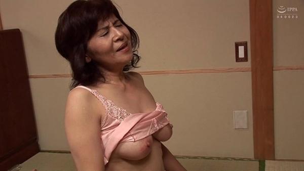 61歳で今が女盛りという還暦熟女のAV女優さんエロ画像44枚のb13枚目