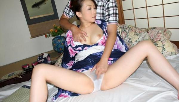 妖艶な熟女が浴衣でしっとり着衣セックスしてるエロ画像70枚の042枚目