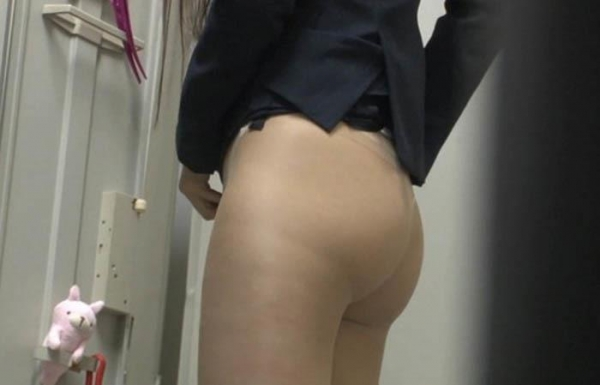 脱衣画像 服や下着を脱ぐ美女013枚目