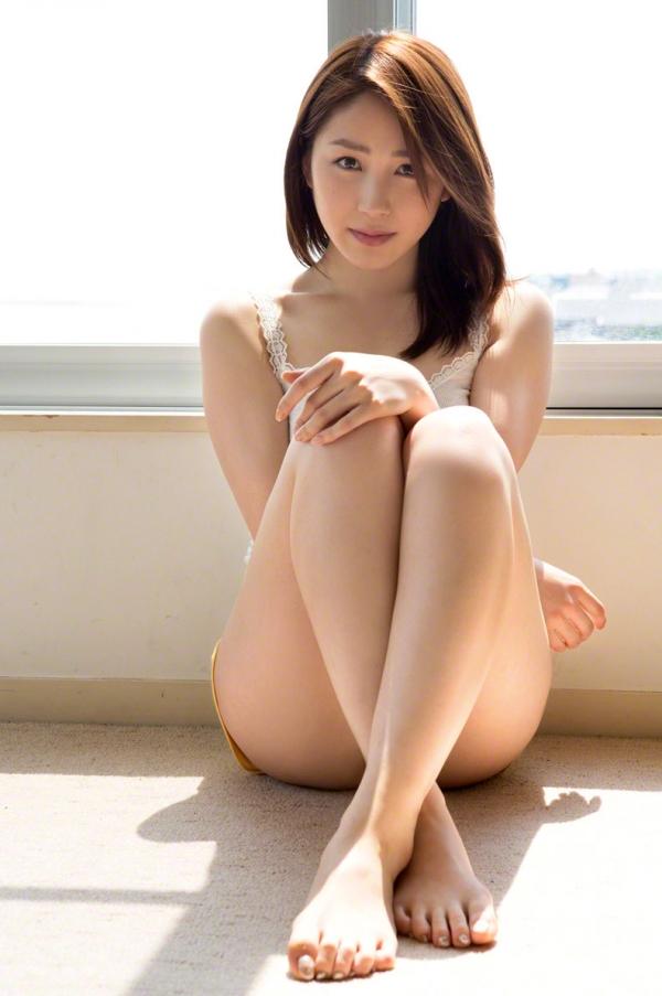 吉川友 色白巨乳が眩しいセクシー水着画像90枚の019番