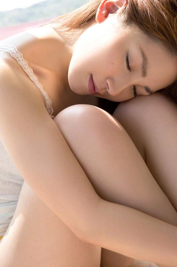 吉川友 色白巨乳が眩しいセクシー水着画像90枚の020番