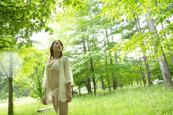 吉川友 色白巨乳が眩しいセクシー水着画像90枚の042番