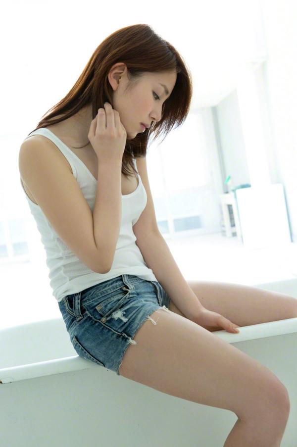 吉川友 色白巨乳が眩しいセクシー水着画像90枚の051番