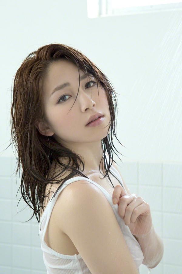 吉川友 色白巨乳が眩しいセクシー水着画像90枚の054番