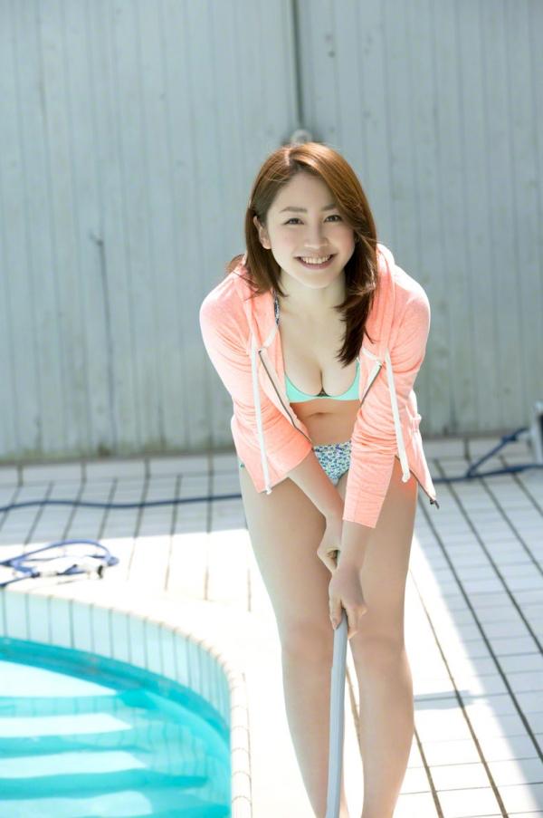 吉川友 色白巨乳が眩しいセクシー水着画像90枚の058番