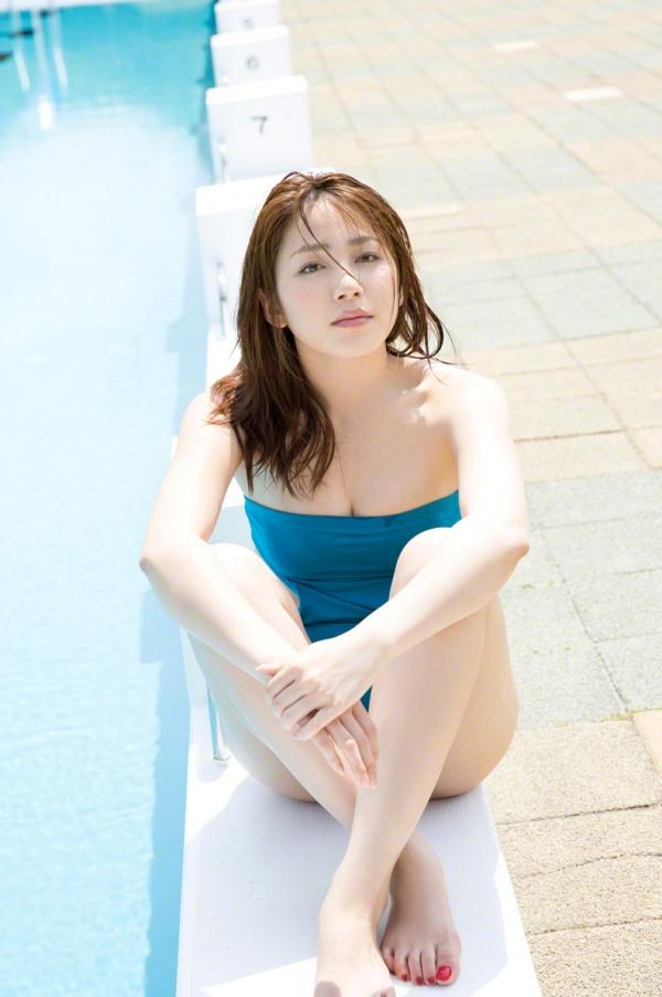 吉川友 色白巨乳が眩しいセクシー水着画像90枚の077番