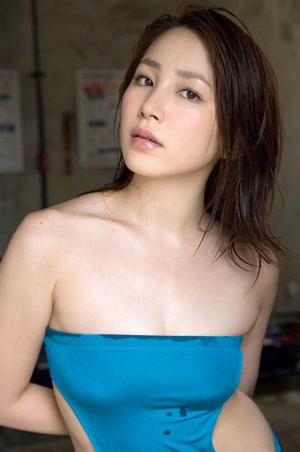 吉川友 色白巨乳が眩しいセクシー水着画像90枚の080番