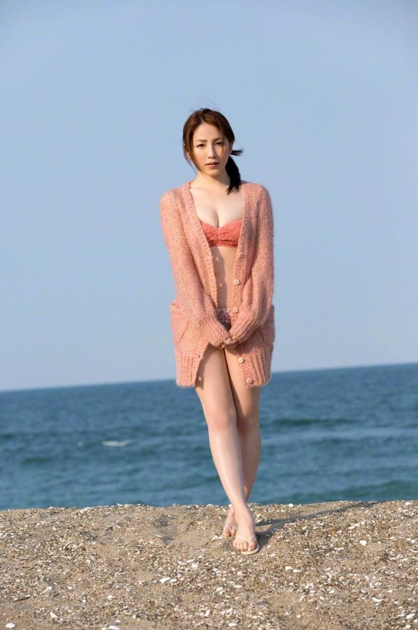 吉川友 色白巨乳が眩しいセクシー水着画像90枚の085番