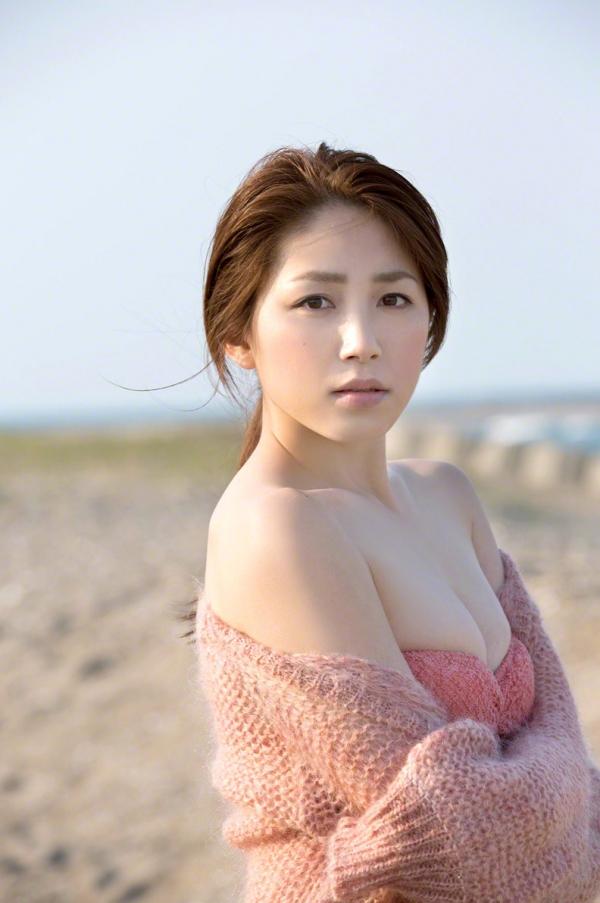 吉川友 色白巨乳が眩しいセクシー水着画像90枚の088番
