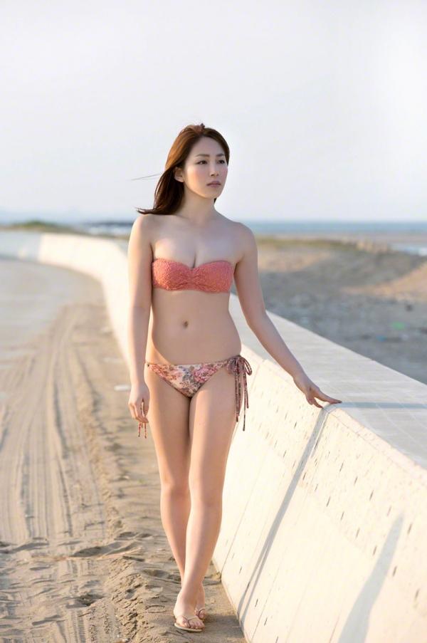吉川友 色白巨乳が眩しいセクシー水着画像90枚の090番