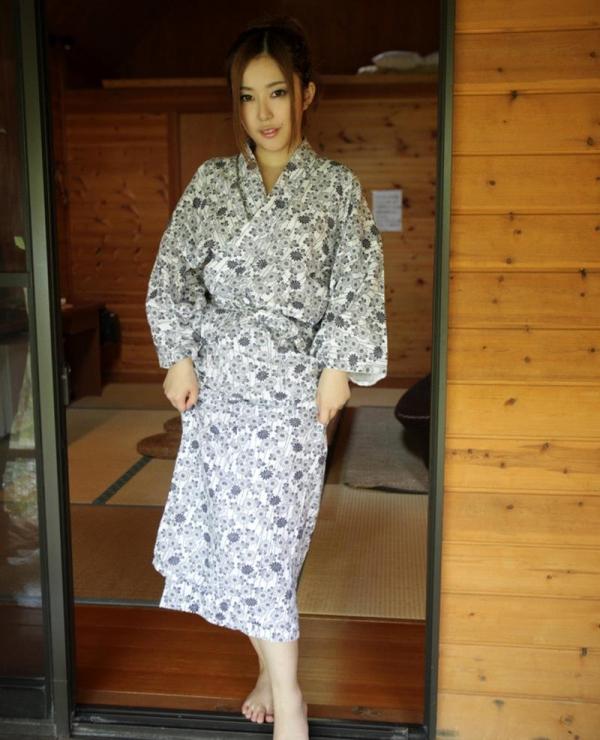 人妻寝取りエロ画像 美しい若妻と温泉旅行でヤリまくる60枚の013枚目