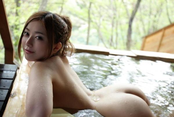 人妻寝取りエロ画像 美しい若妻と温泉旅行でヤリまくる60枚の021枚目